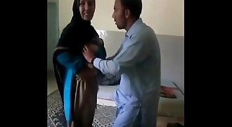 Pakistani Bhavi And Neighour Quick Masti in bedroom - Wowmoyback
