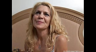 Lovely older lady lies back and fucks her delicious pussy for you